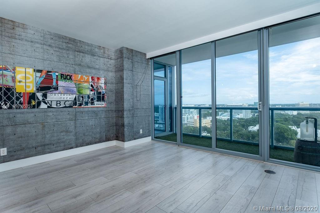 Desirable line 02 available in Blue Condominium. Ideal for those who enjoy open waterfront spaces an