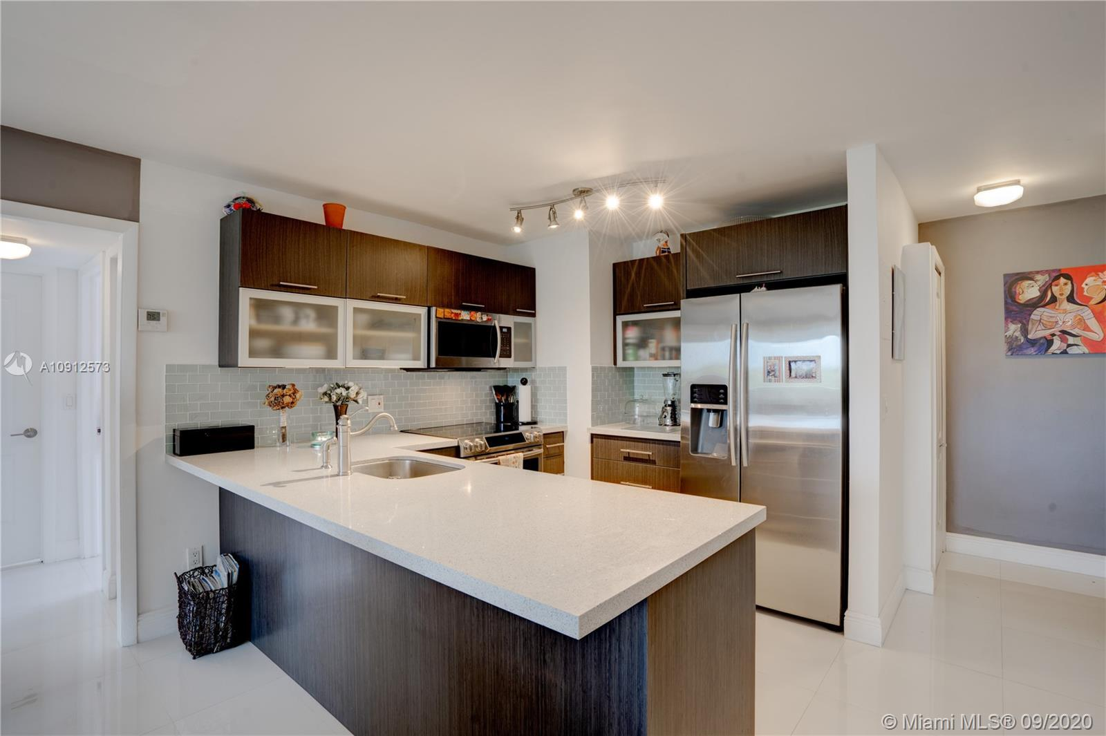 Beautiful renovated 2/2 in the heart of The Roads! This corner unit is a hidden gem, centrally loca