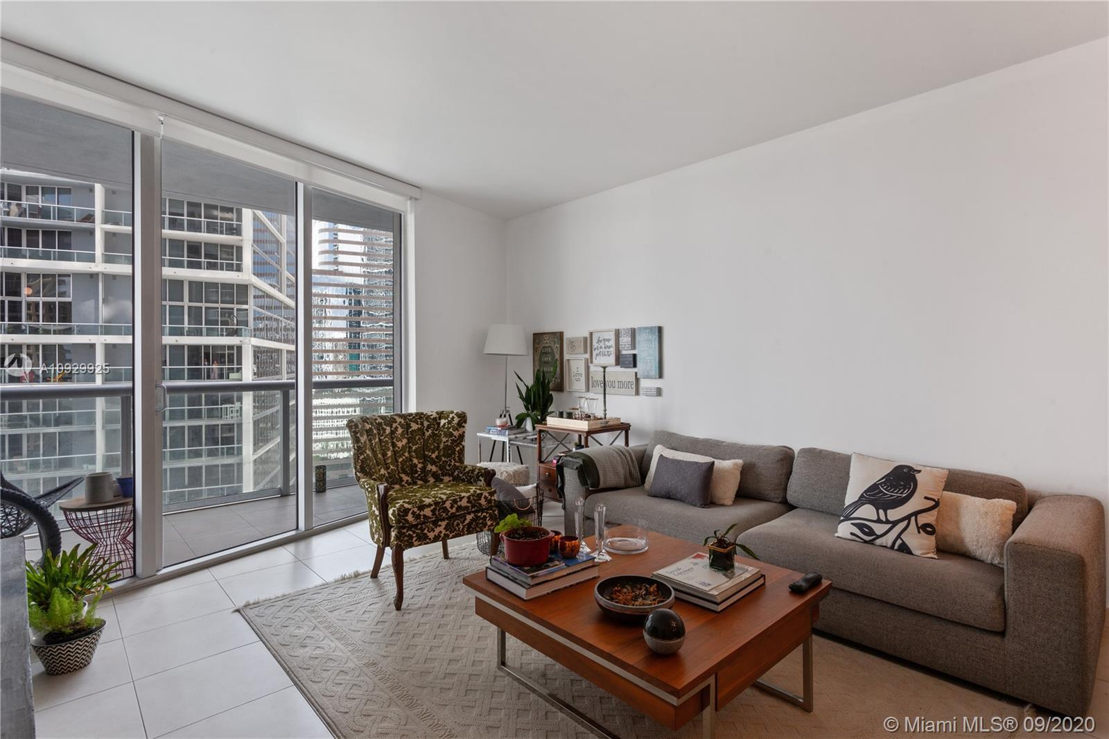 Icon Brickell Tower-1      1-bedroom / 1-bathroom unit located on the 21st. floor with extraordinary