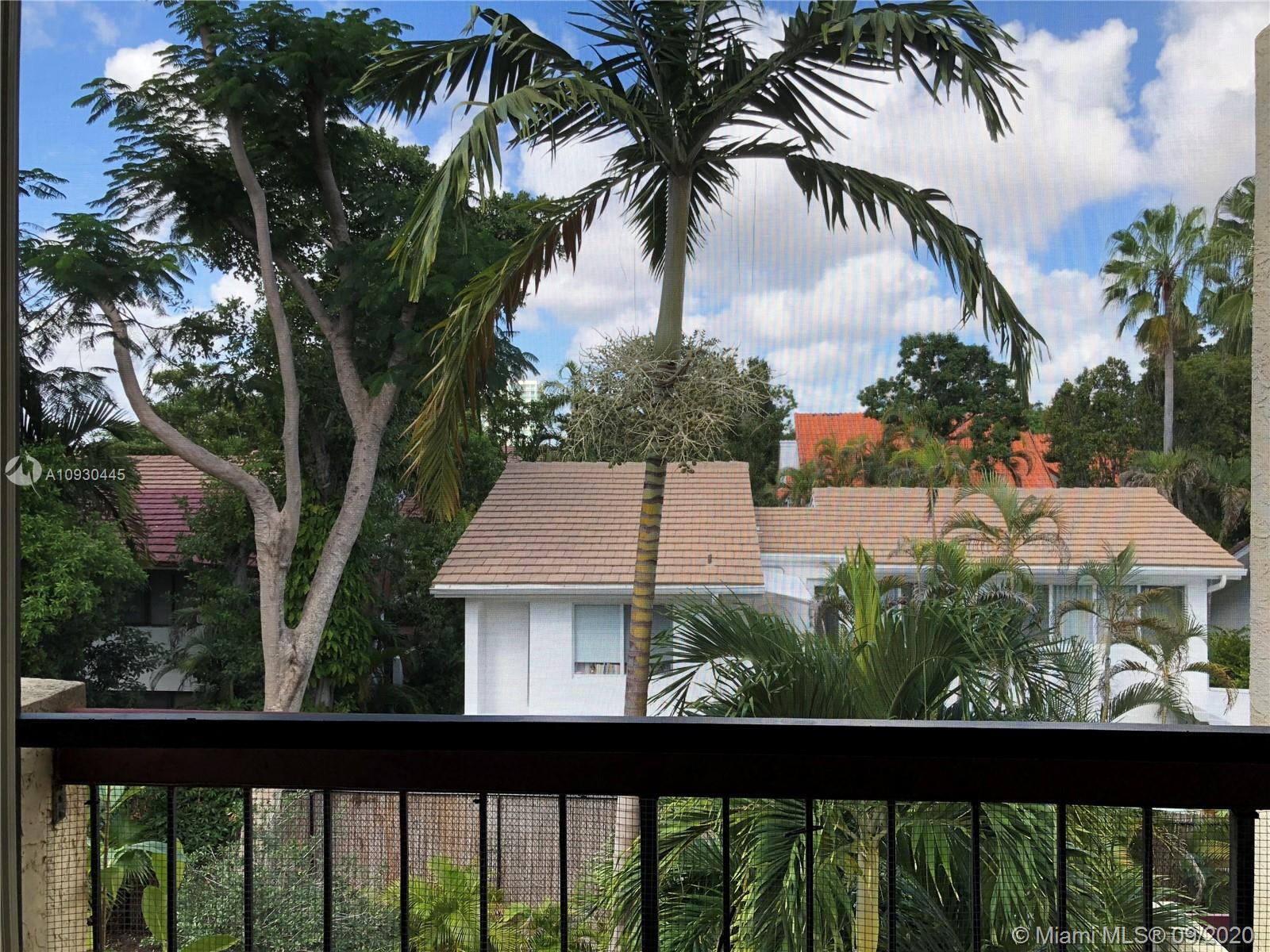 Fantastic Central Miami Brickell location! Beautiful remodeled 2 story LOFT style unit, 1 bedroom/1
