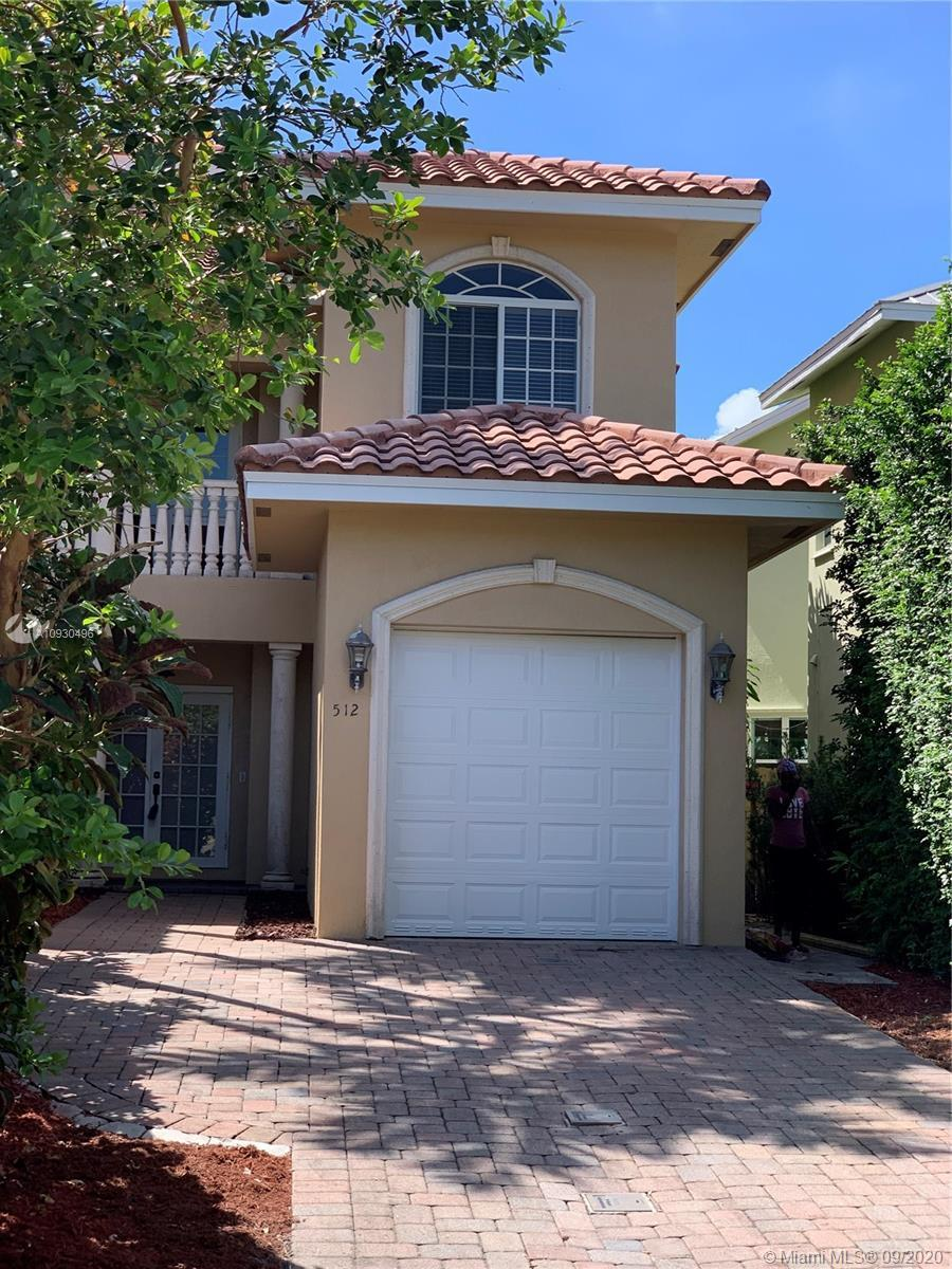 Beautiful townhouse in the Tarpon River neighborhood, with close proximity to Las Olas nd downtown f