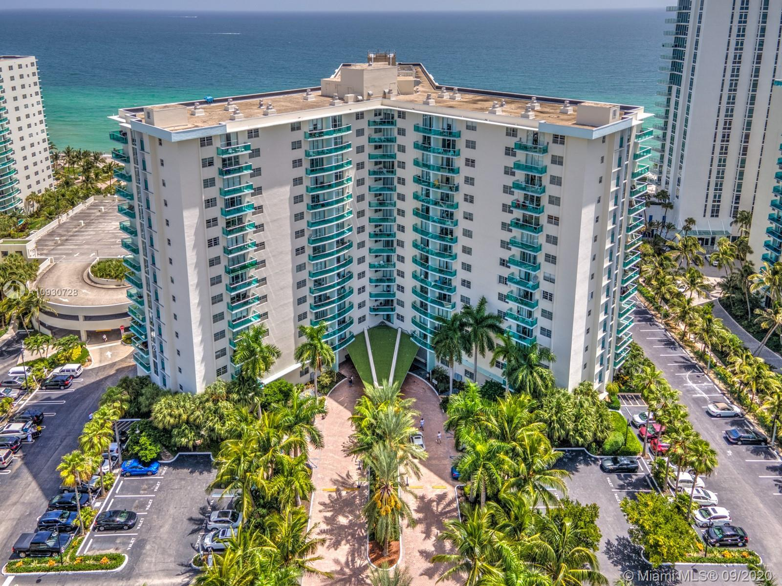 intercoastal and panoramic skyline views of Hollywood is what you'll find in this excellently priced