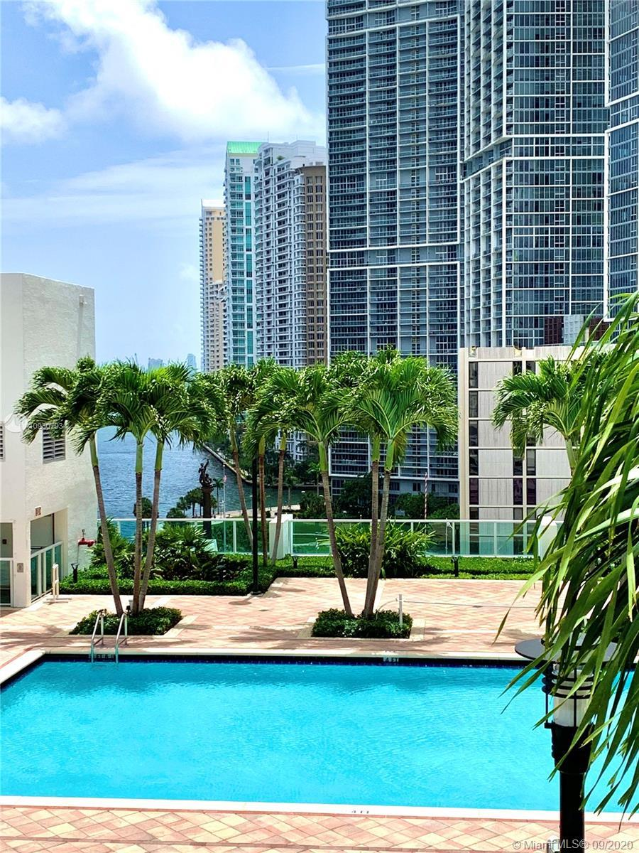 Beautiful 2 bedroom 2 bathroom condo with very nice pool , city and river views. Spacious unit, with