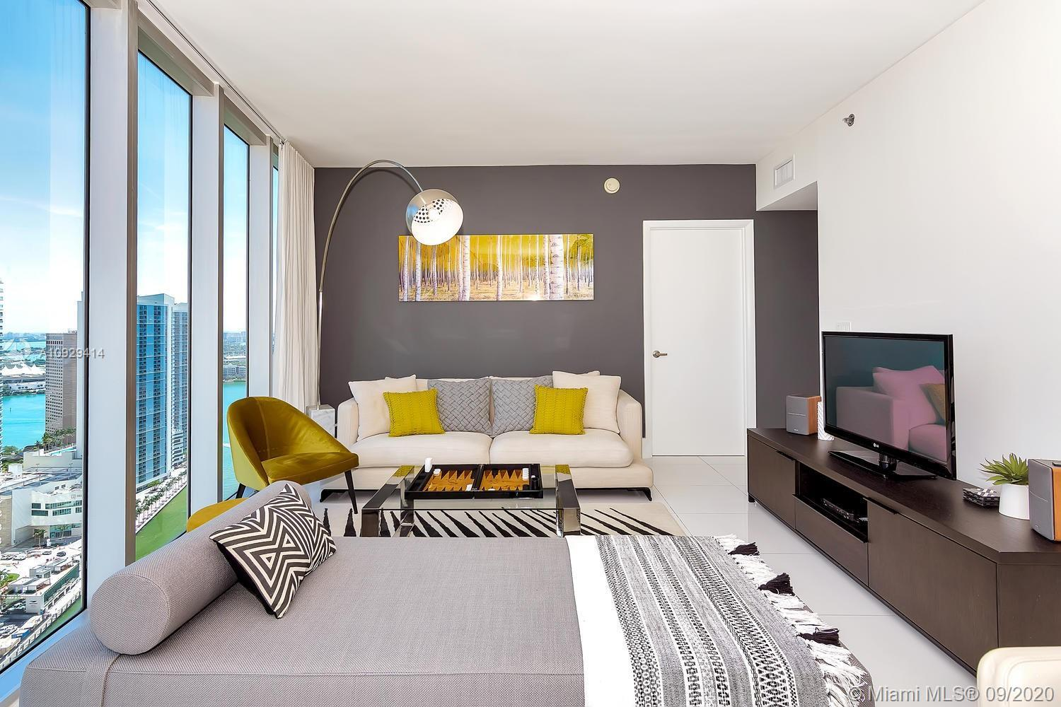 Luxury corner 2-bedroom with amazing views to the Biscayne Bay, Miami River, and Brickell Skyline. T
