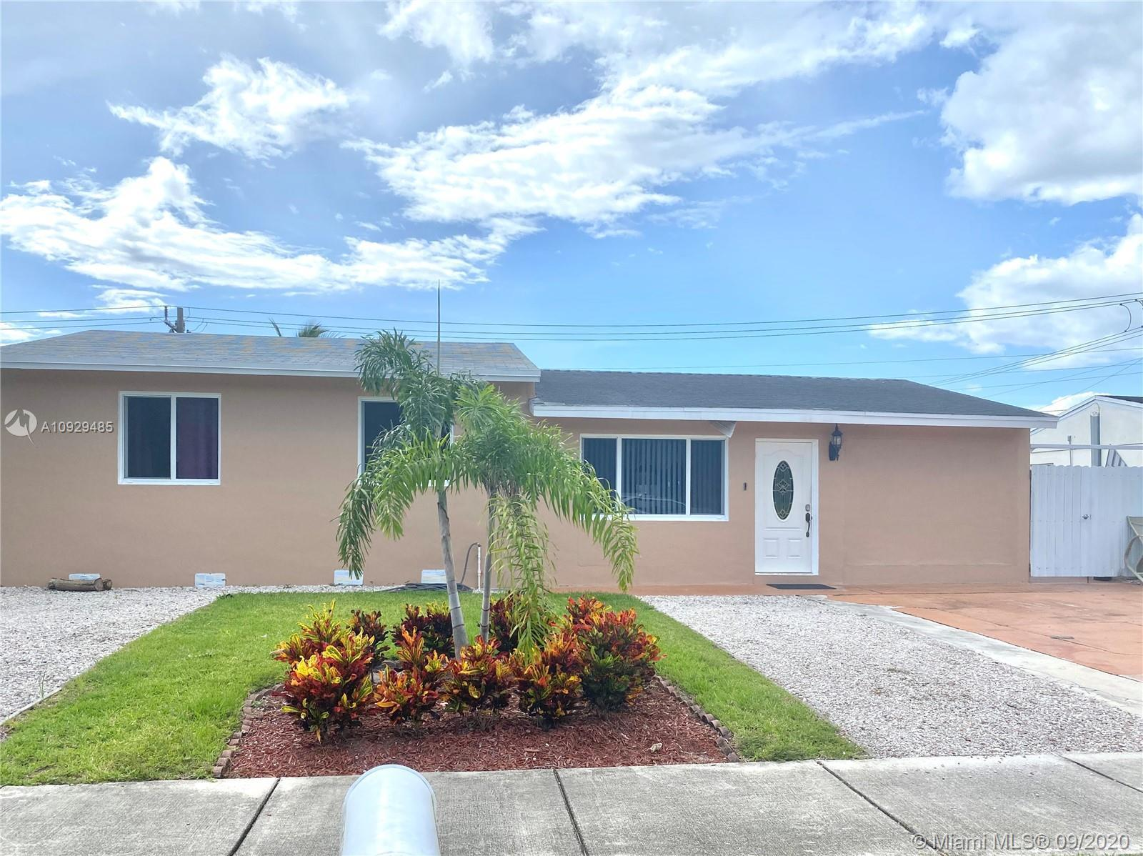 AMAZING 3 BEDROO/2 BATH. SINGLE FAMILY IN A STELAR LOCATION OF FORT LAUDERDALE, FIRST FLOOR ENTRY,