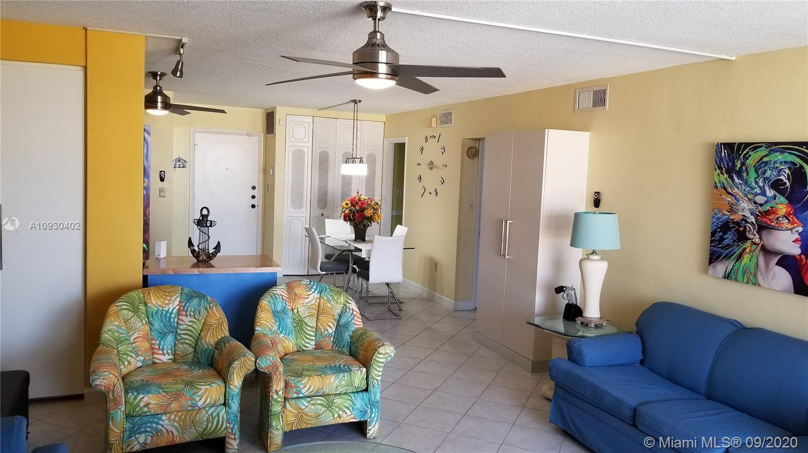 Beautiful and cozy apartment steps from the famous Hollywood Broadwalk, restaurants, and the beach.