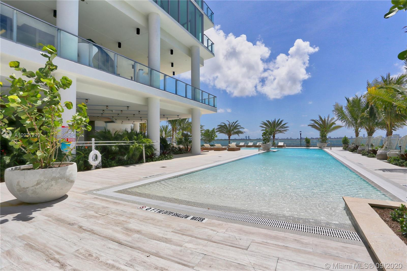 Bayfront high-rise 3BD/4BA + DEN with White porcelain floors and stunning views of Biscayne Bay, Mia