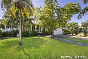 LOCATION !!!!!!! EXCLUSIVE NEIGHBORHOOD, A FEW BLOCKS FROM THE MOST FAMOUS BEACHES IN THE WORLD !!!