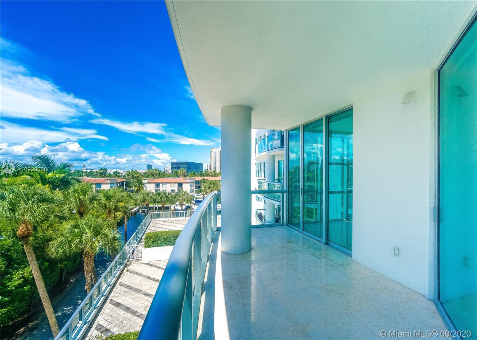 Spectacular & spacious property with a unique exposure, located in the heart Aventura.  Move-in read