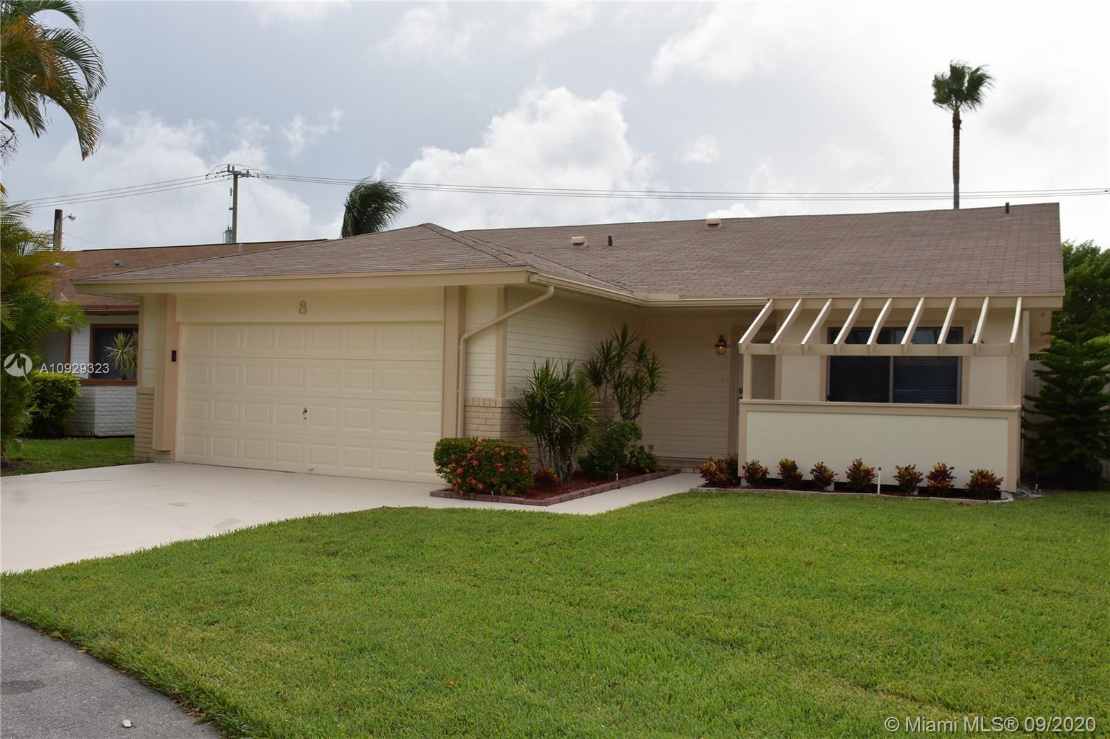 """This single family home is """"Move In Ready.""""  3 Bedrooms, 2 Baths, and 2 Car Garage.  Freshly Painted"""