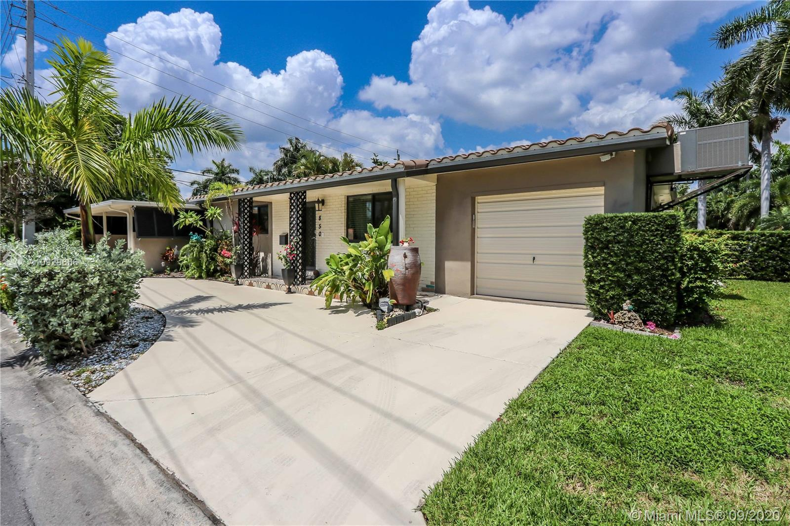 3 Bed/2 Bath CORNER LOT in the highly sought after Hollywood Lakes Section/East Hollywood. This grea