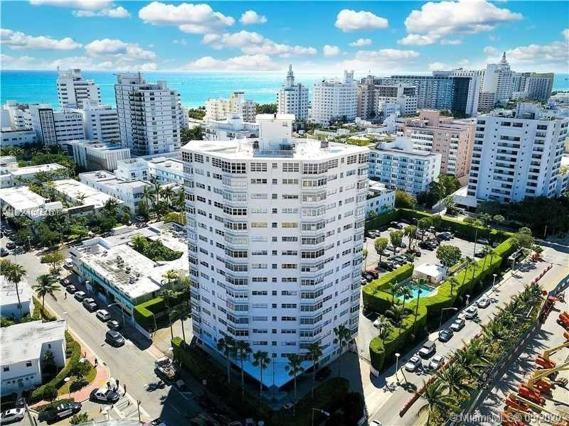 Bright spacious 2/2 in the most desirable area of South Beach. Just steps to the beach and Lincoln R