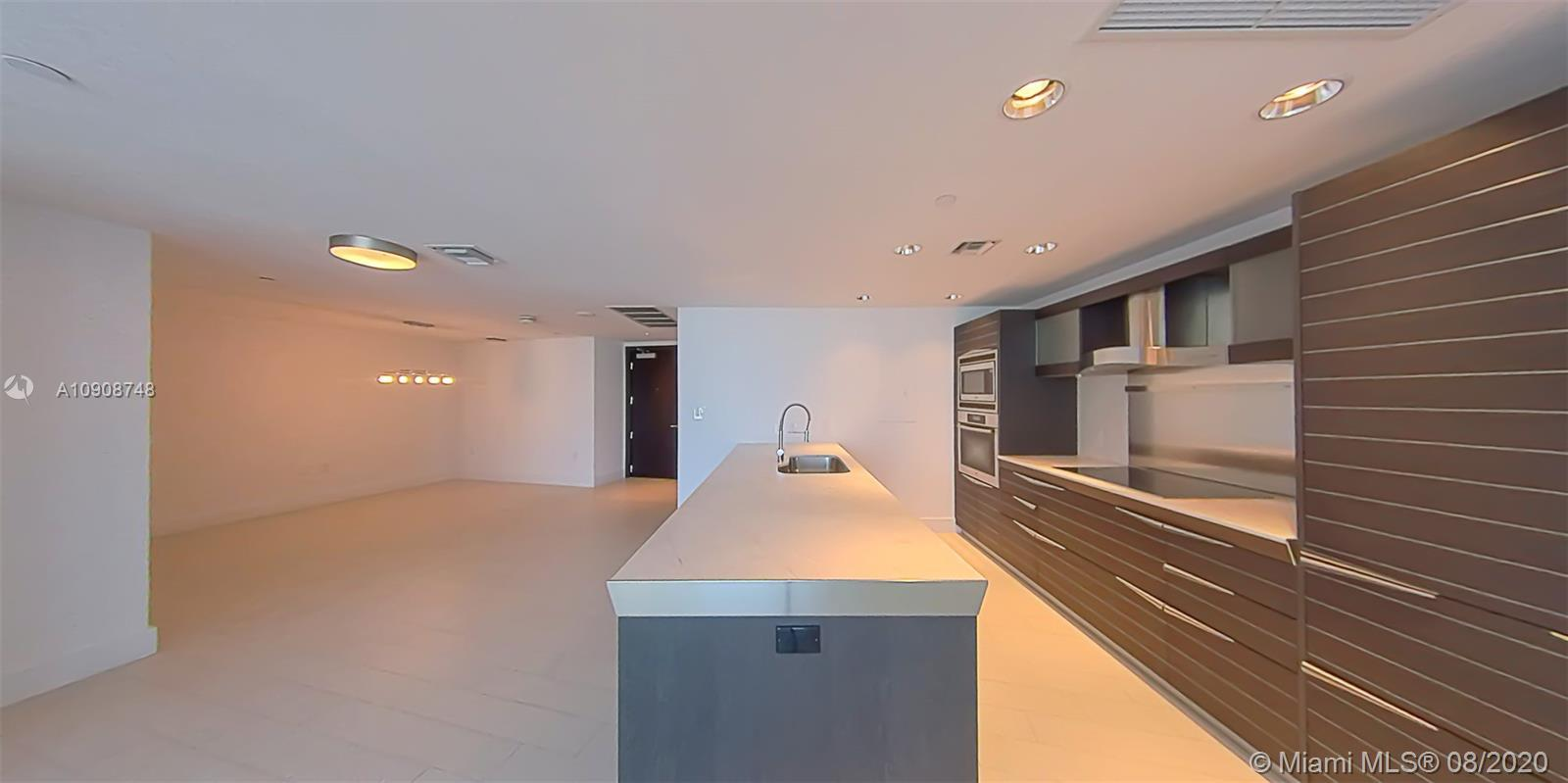 Enjoy sweeping views of Miami's Biscayne Bay, Brickell and the Miami River from this beautiful 2BD/2