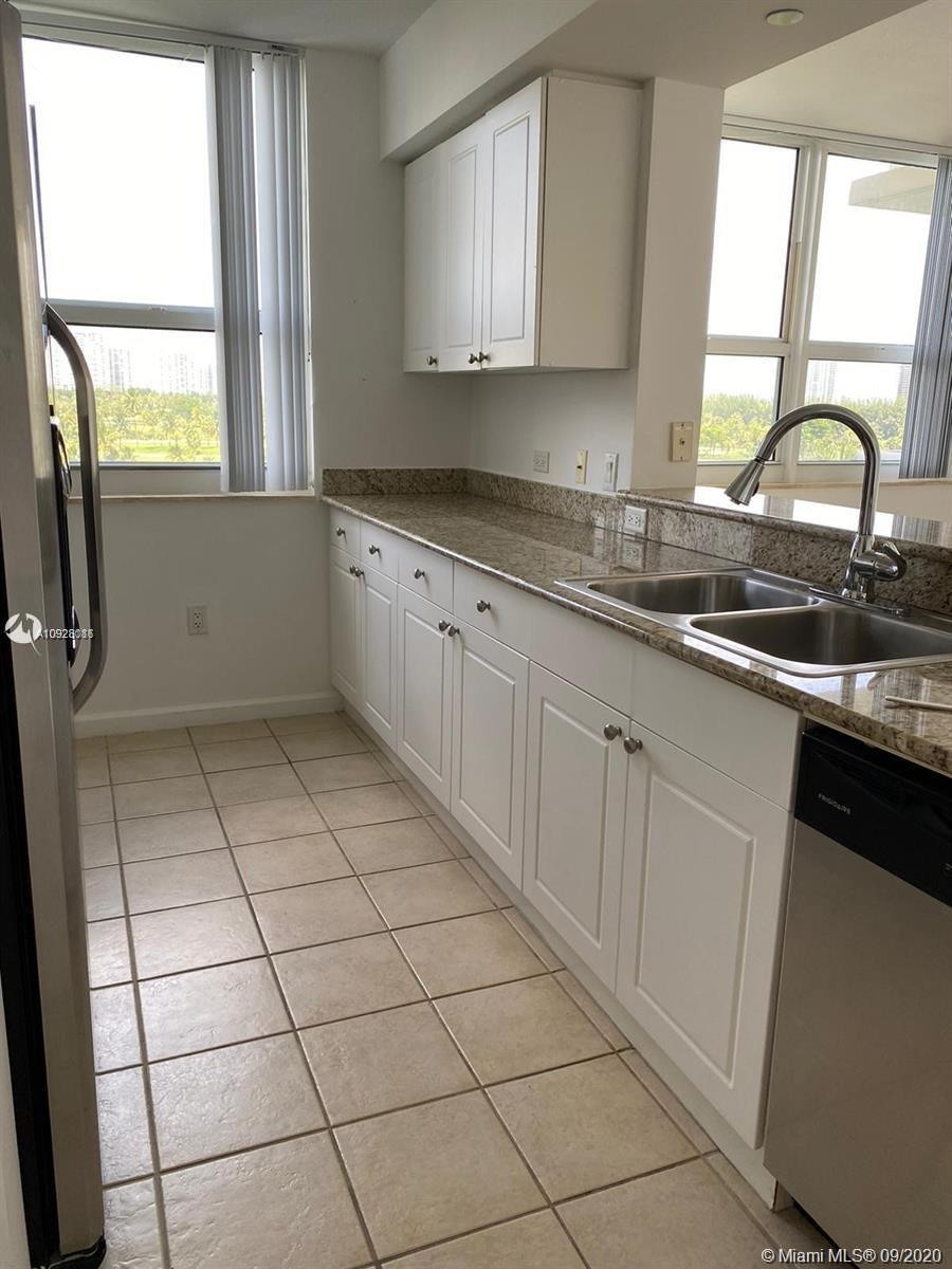 amazing 3 bed in the best location in Aventura, close to everything you need! beach, malls, supermar