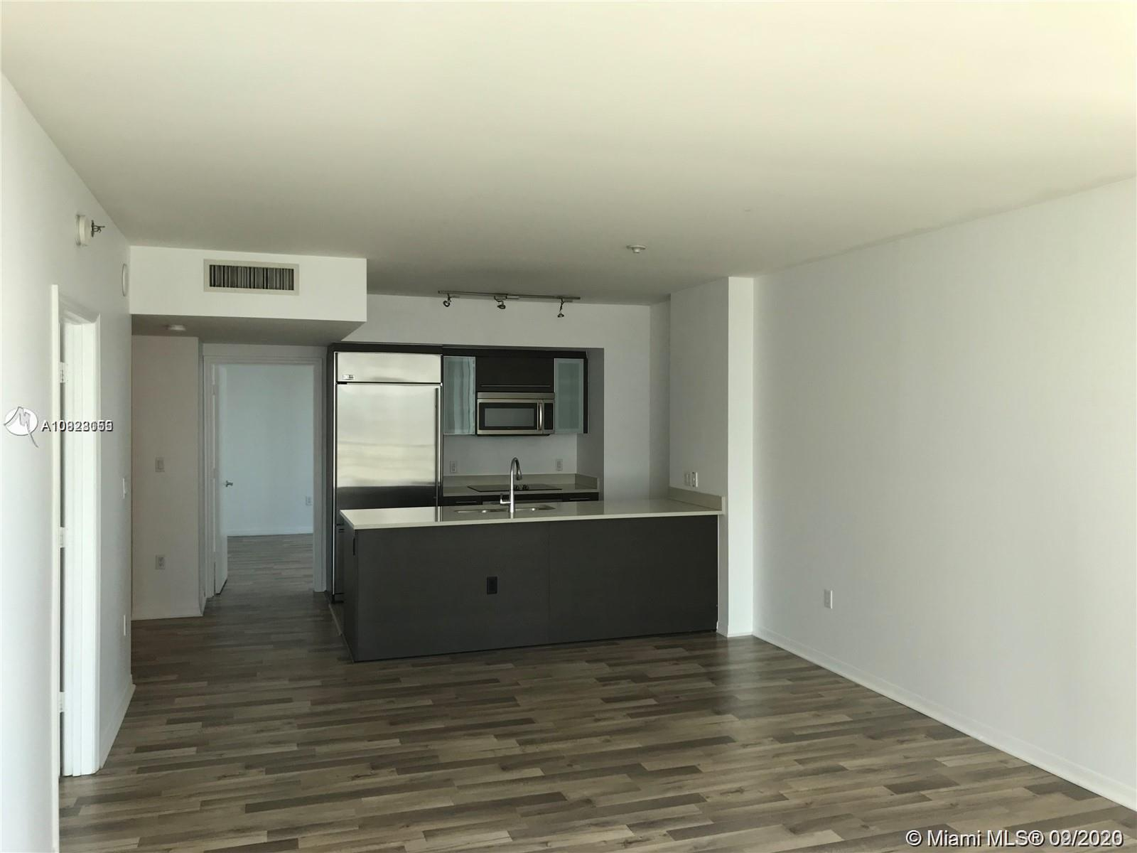 Amazing 2 bedroom 2 bathroom unit in the heart of brickell! walking distance to everything you need!