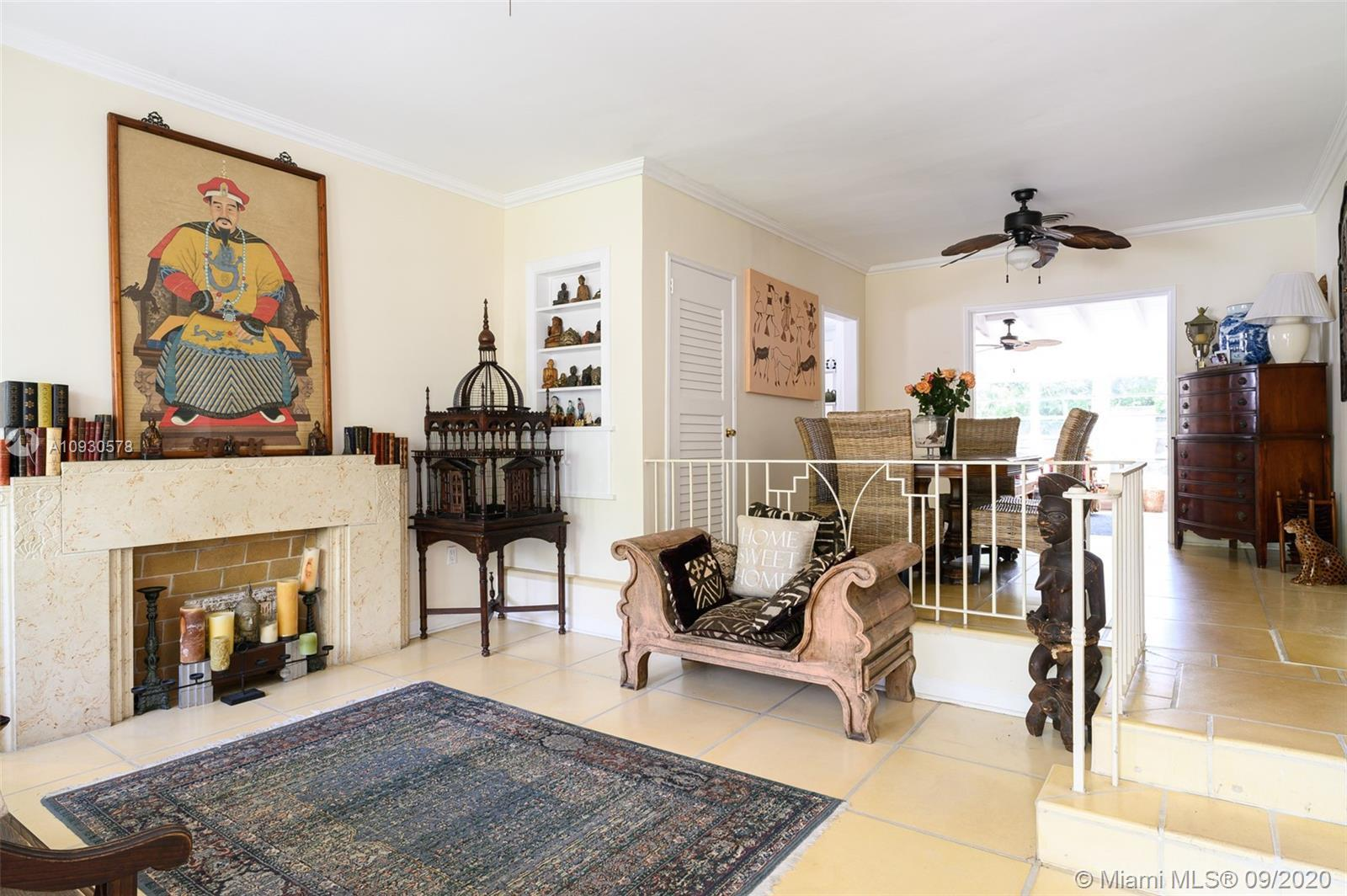 CHARMING HOME IN SURFSIDE- 3 BEDROOMS +1 OFFICE, 2 BATHROOMS. TIKKI IN THE GARDEN THAT GIVES AN ADDI