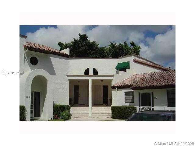 Tastefully renovated, 2 bedroom 2 story waterfront townhouse located in the heart of Deerfield Beach