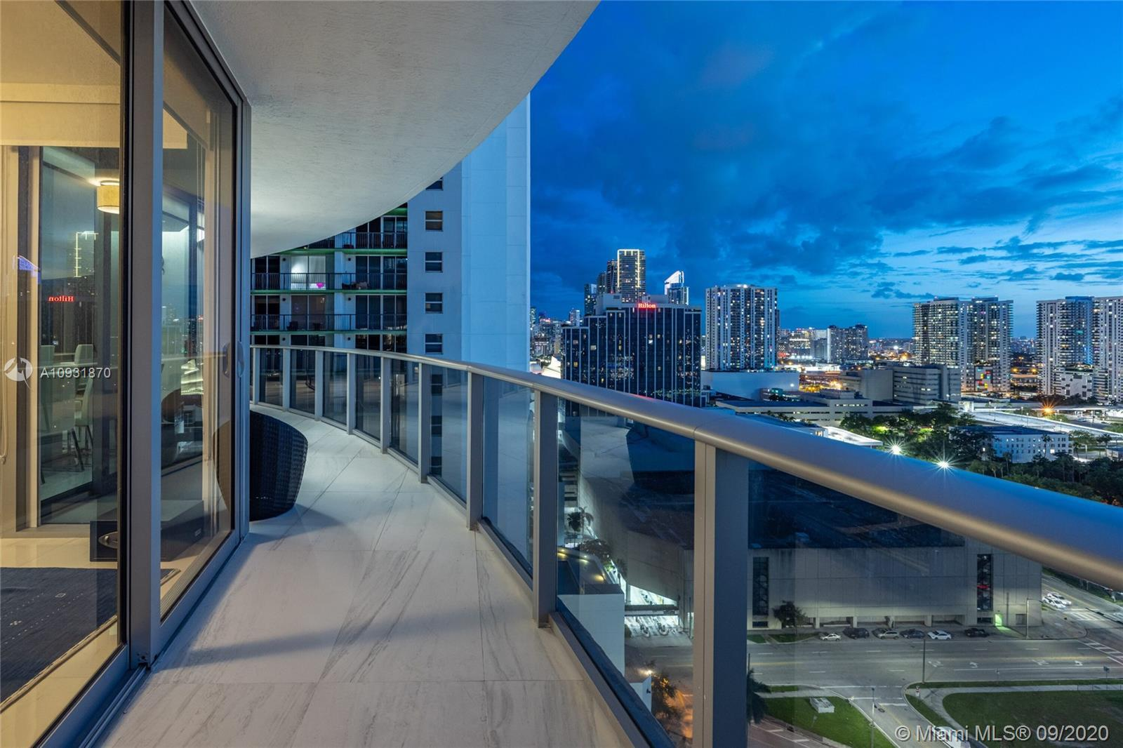 With breathtaking city and bay views and spectacular resort-style luxury amenities, you'll live abov