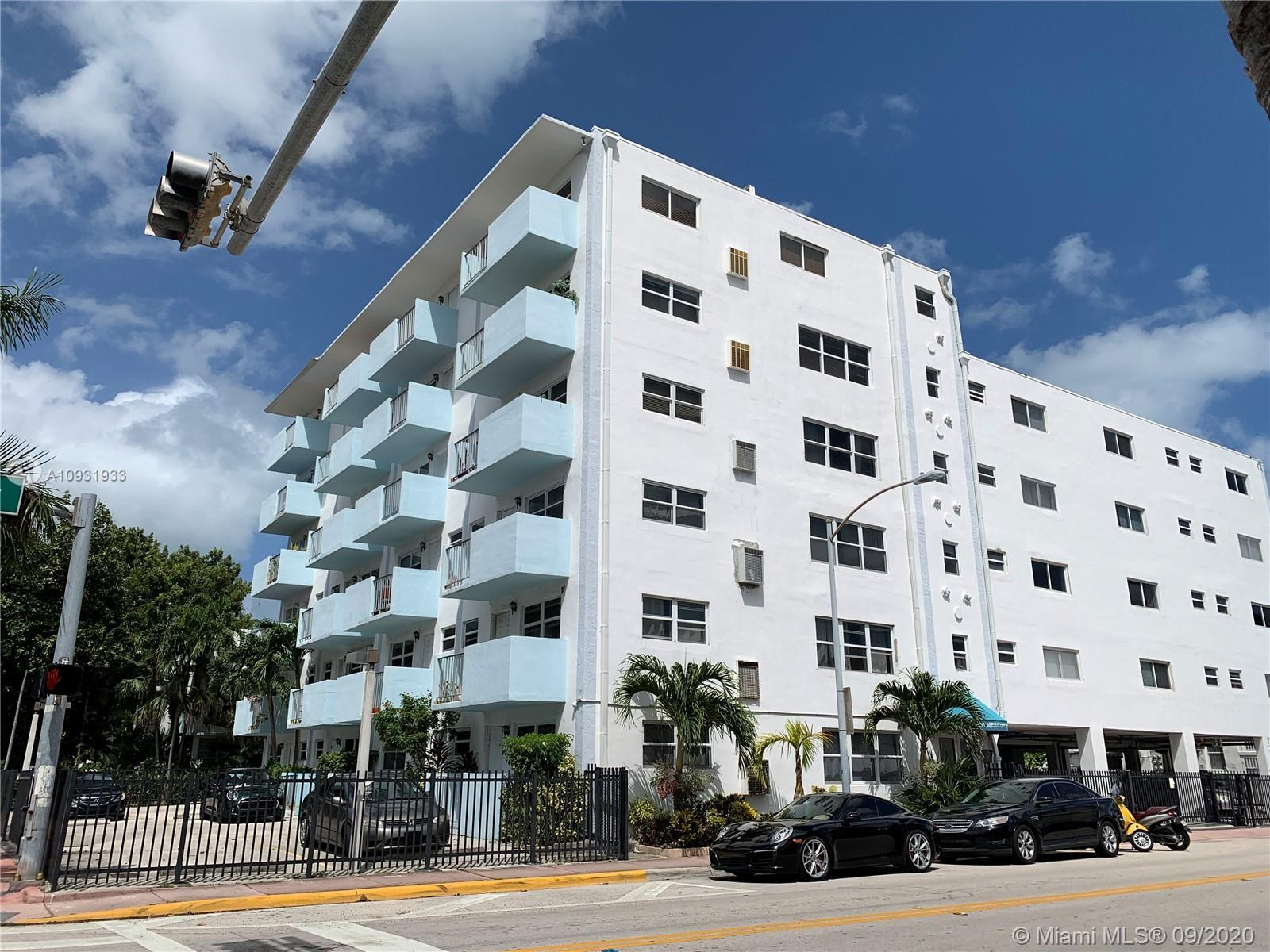 Very spacious and very bright 2 bedroom and 2 bathroom on the top floor of the building. The penthou