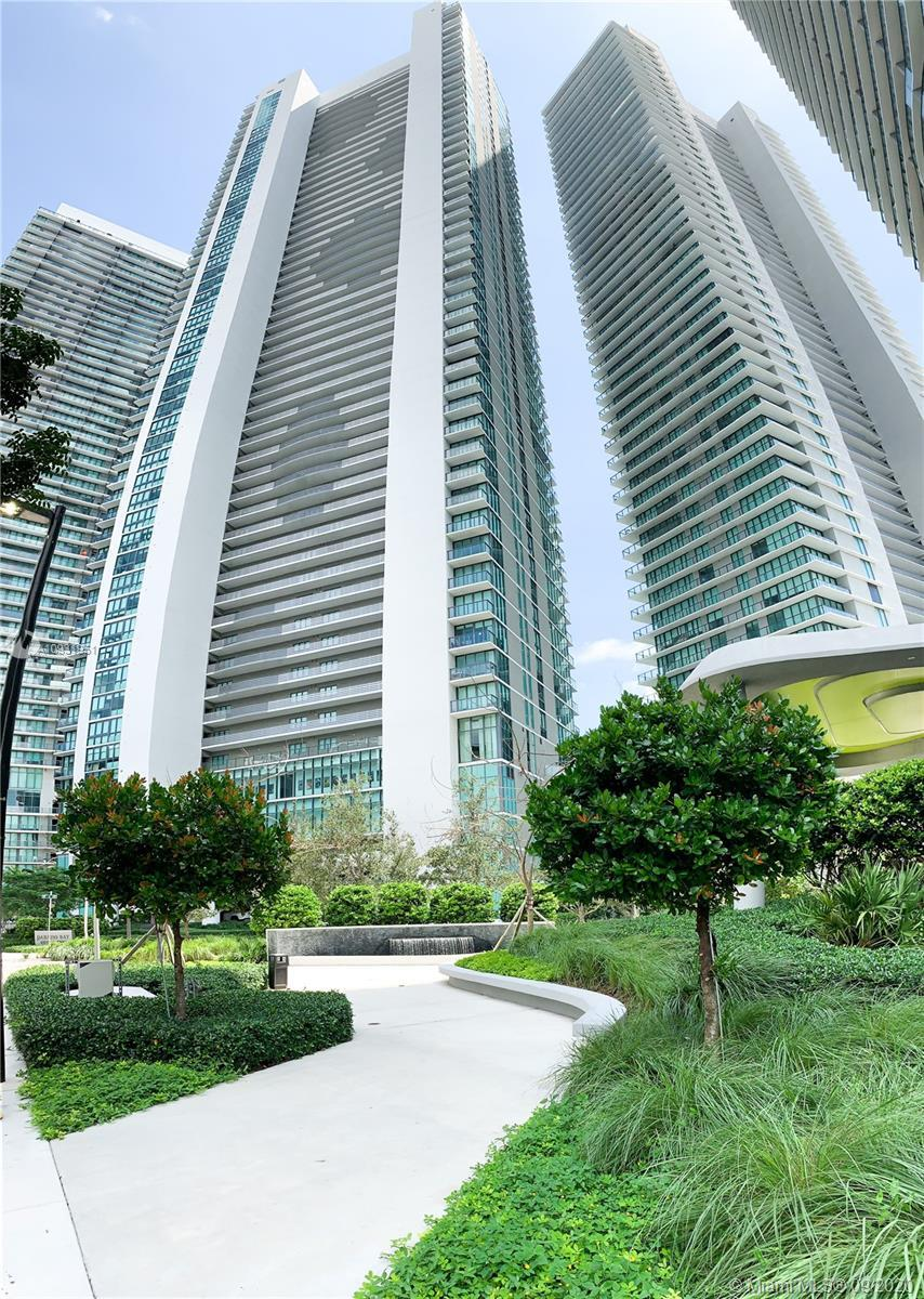 Beautiful 2 Beds Plus Den, 3 Bath, Private Elevator, Spectacular Bay View,  Open-concept design to t