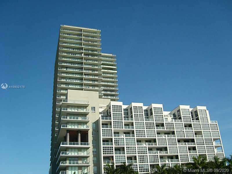 Gorgeous and large 1 bed 1.5 bath with 735 sqft condo, a very large balcony, and great views. A stat