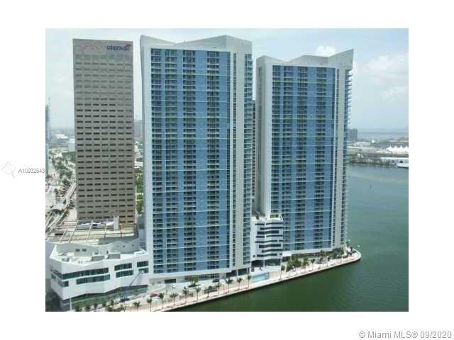 Beautiful 1/1 unit in desirable One Miami East, features wood floors, stainless steel appliances and