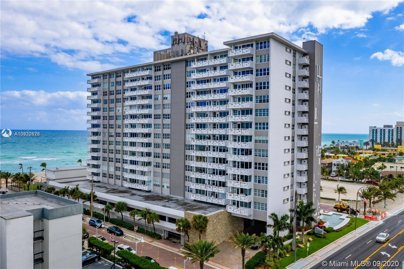 Beautiful and Completley renovated Apartment located in Beautiful Hollywood Boardwalk . Unit Feature