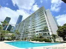 One bedroom spacious unit in desirable  Brickell Bay Tower . Beautiful maintained Condo. Nice locati