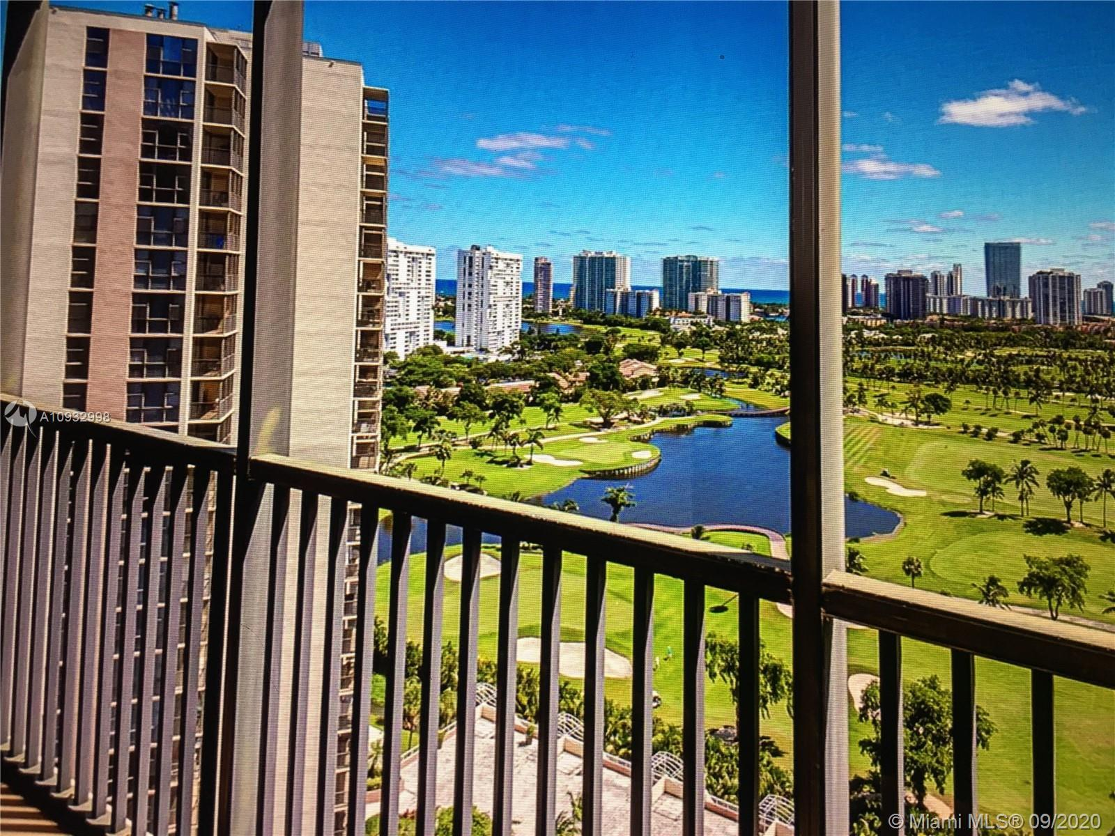 HEART OF AVENTURA WITH BREATHTAKING VIEWS OF TURNBERRY GOLF COURSE, OCEAN, POOL AND LAKE. THIS FLEXI