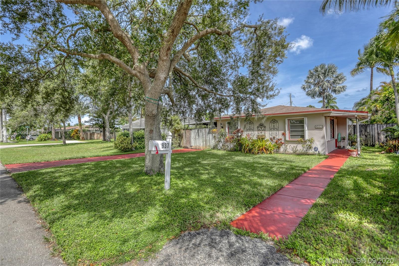 This is HOME!!! And even better you are minutes to the beach! This adorable and cozy home has such c
