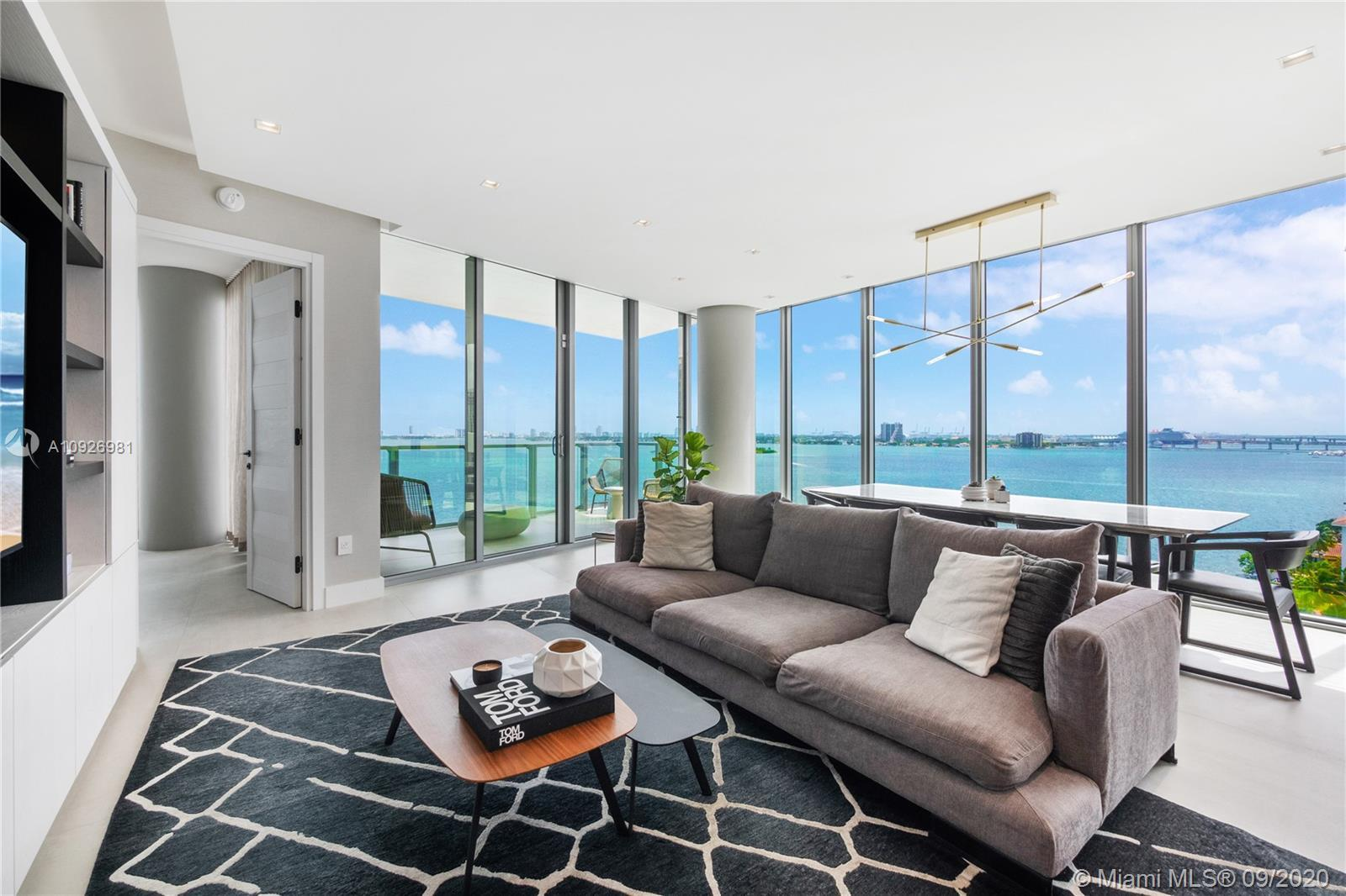 Magnificent 3bed+den/4bath unit in Biscayne Beach Condo, one of the most sought-out buildings in Mia