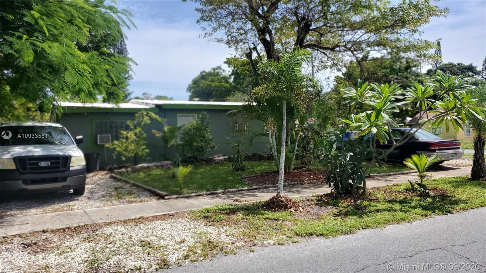 INVESTOR or HANDYMAN Special and PRICED TO SELL!  Home has much potential WITHOUT HOA.  Located on a