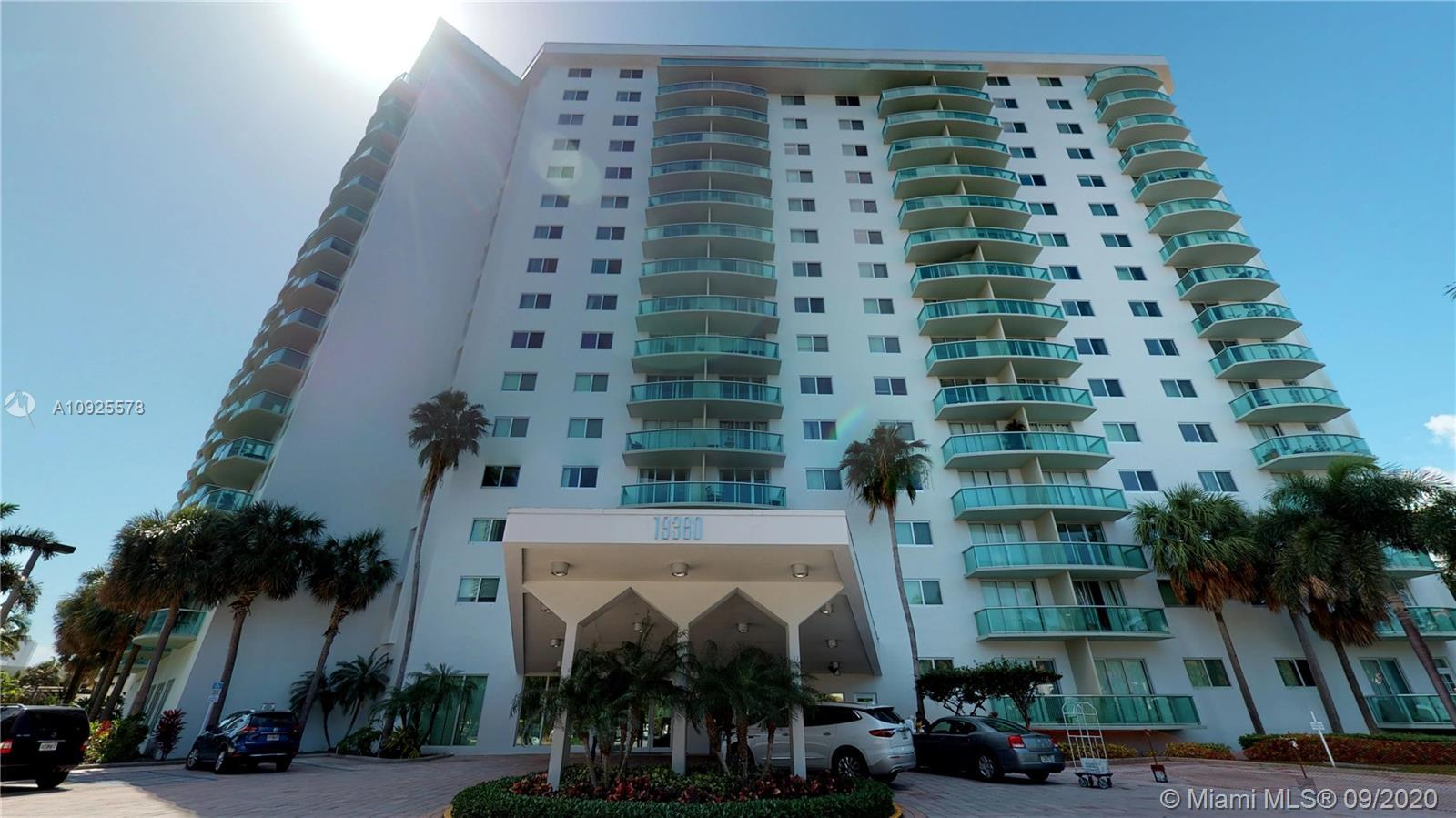 Gorgeous Penthouse in Sunny isles, Amazing intra-coastal view. Beautiful unit clean and light. Fabul
