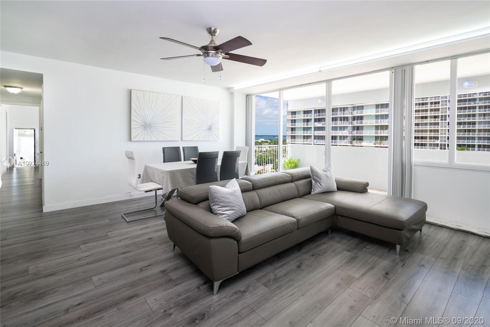 Amazing 2 bedrooms , 2 baths with beautiful view of the bay. Floor and bedrooms completely remodeled
