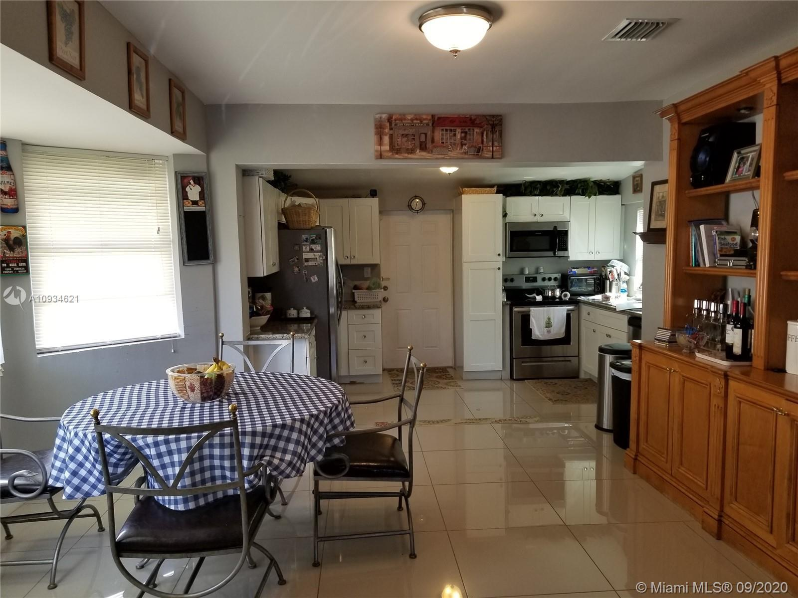 Remodeled 2/1 in great Hollywood location. New kitchen cabinets and stainless steel appliances. Titl