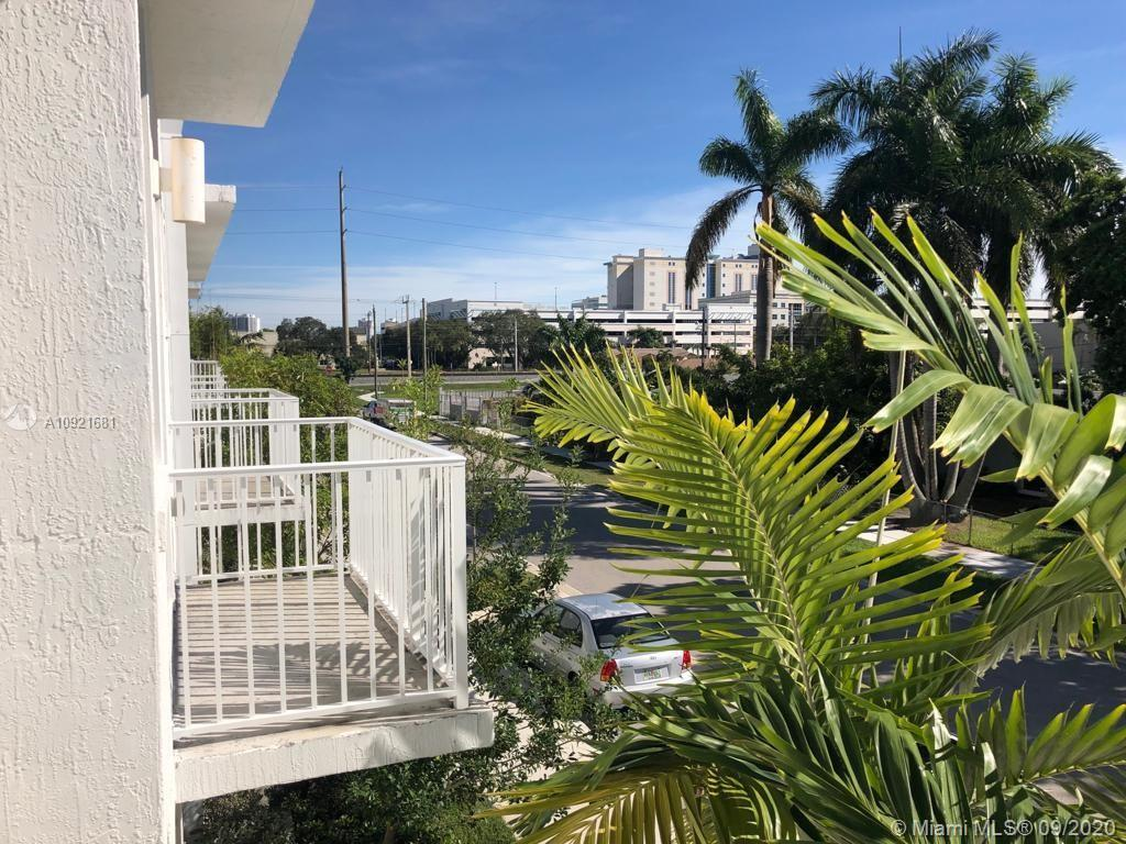 BEAUTIFUL TOWNHOUSE, IDEALLY LOCATED IN AVENTURA, 2 STORIES, 3 BED, 2.5 BATHS, 2 COVERED GARAGE PARK