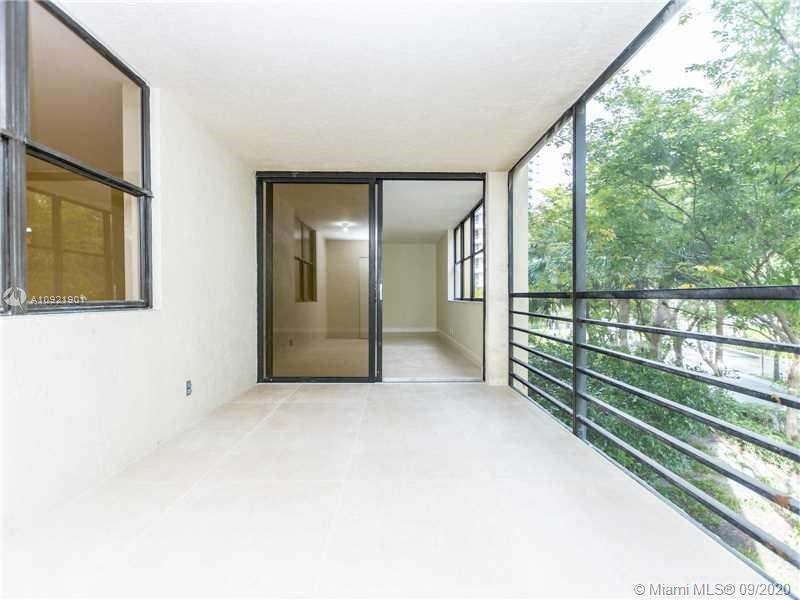 GREAT 3 BD / 2 BATH COMPLETELY REMODELED IN THE HEART OF AVENTURA, READY TO MOVE IN, BRAND NEW PORCE