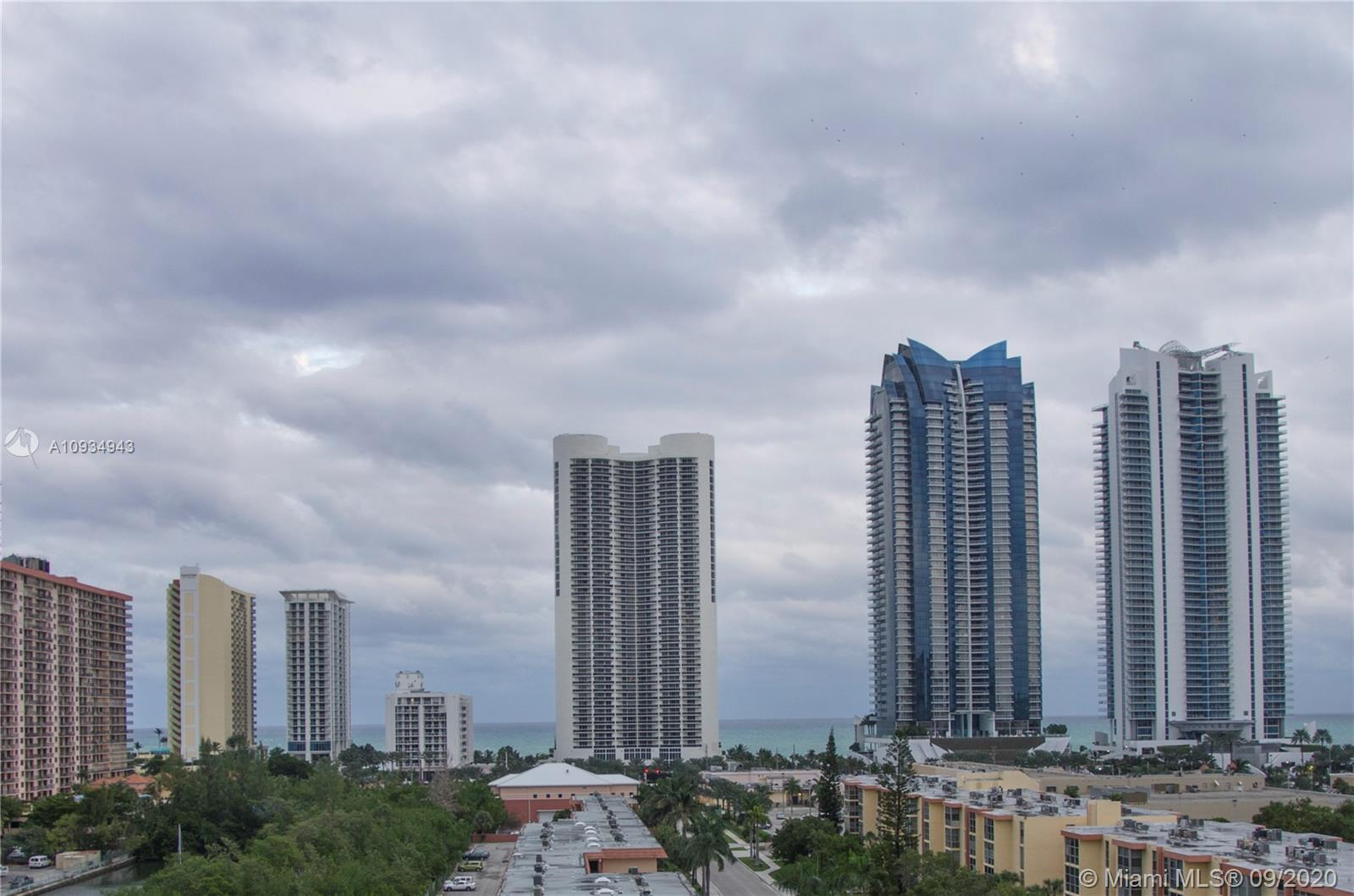 PENTHOUSE UNIT AND THE BEST BLDG LINE TO LIVE IN. BEAUTIFUL OCEAN VIEW FROM THE SECOND YOU WALK THRO