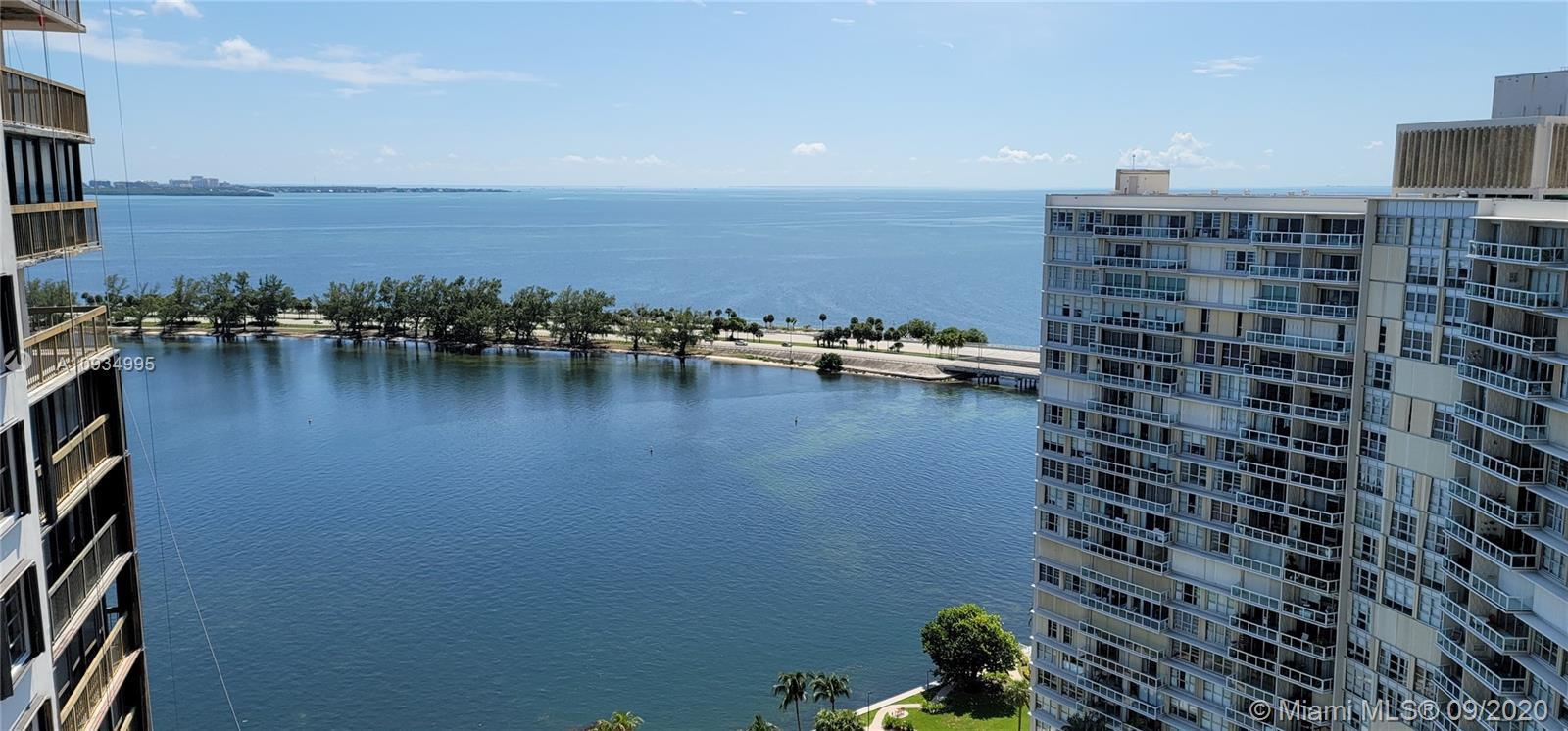 Brickell Bay Club is the perfect location for peace and quiet but 5 min to all restaurants and shops