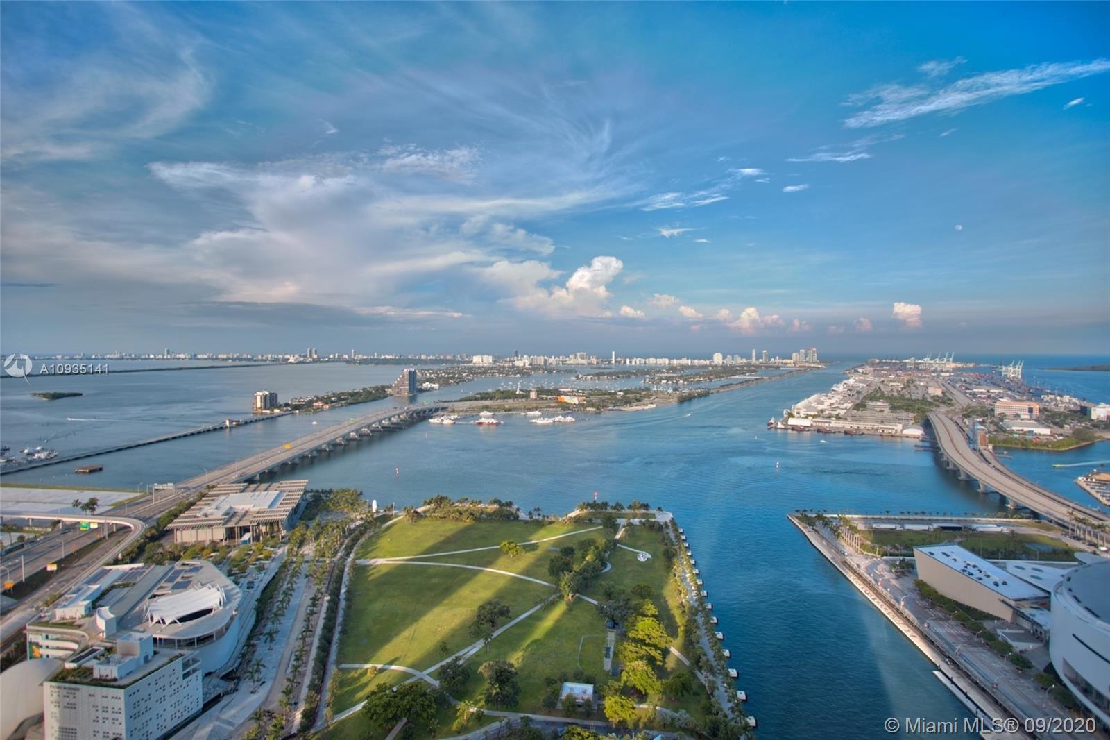 Spectacular views of Biscayne Bay overlooking Museum Park from the most desirable 3 Bedroom / 3 Bath