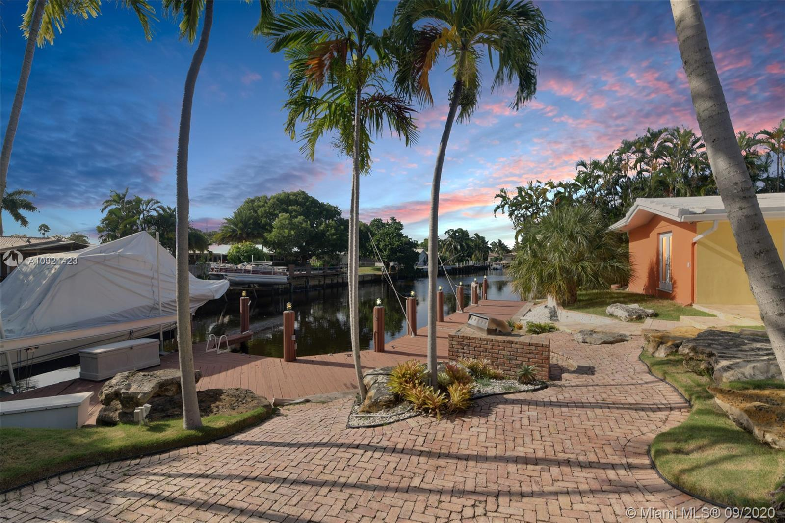 Waterfront TROPICAL PARADISE home in the Landings with open floor plan and amazing backyard perfect