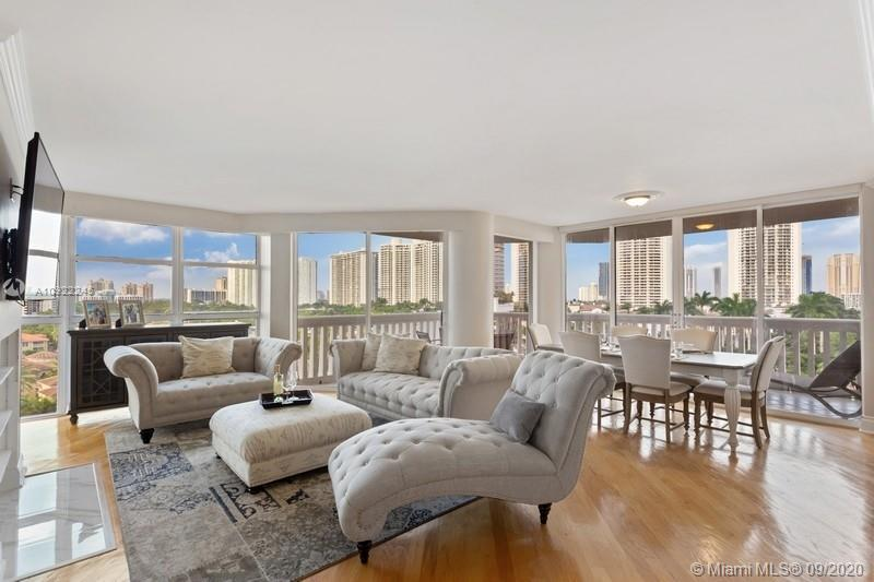 READY TO MOVE! GORGEOUS 3BED/2.5 BATH SPLIT FLOOR PLAN CORNER UNIT WITH UNOBSTRUCTED INTRACOASTAL AN
