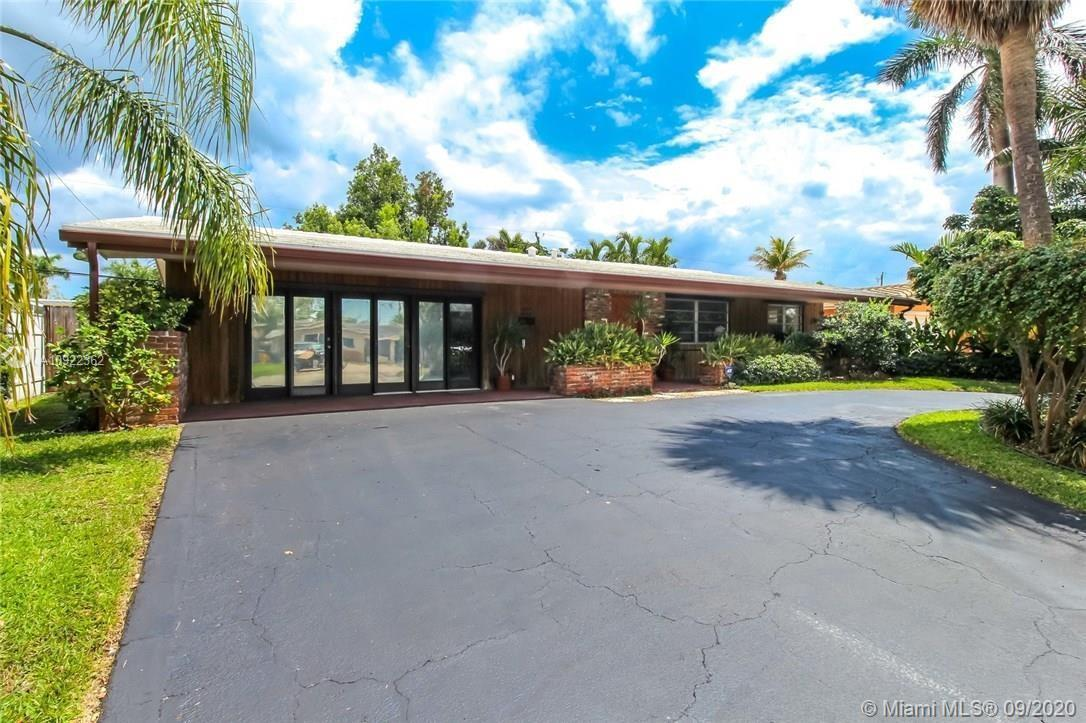 A One-of-a-kind Mid-Century Home in a very desirable neighborhood! Open floor perfect for entertainm