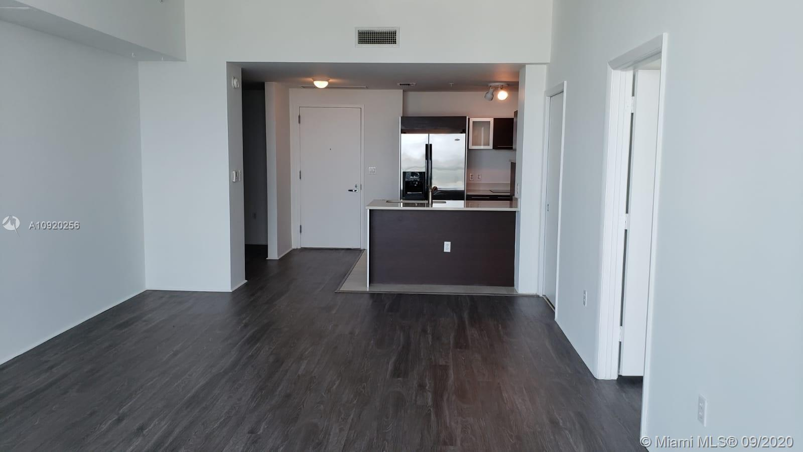 Beautiful apartment, 1 bedroom, 1.5 Bathroom *** Spacious Den with closet that you can use as a seco