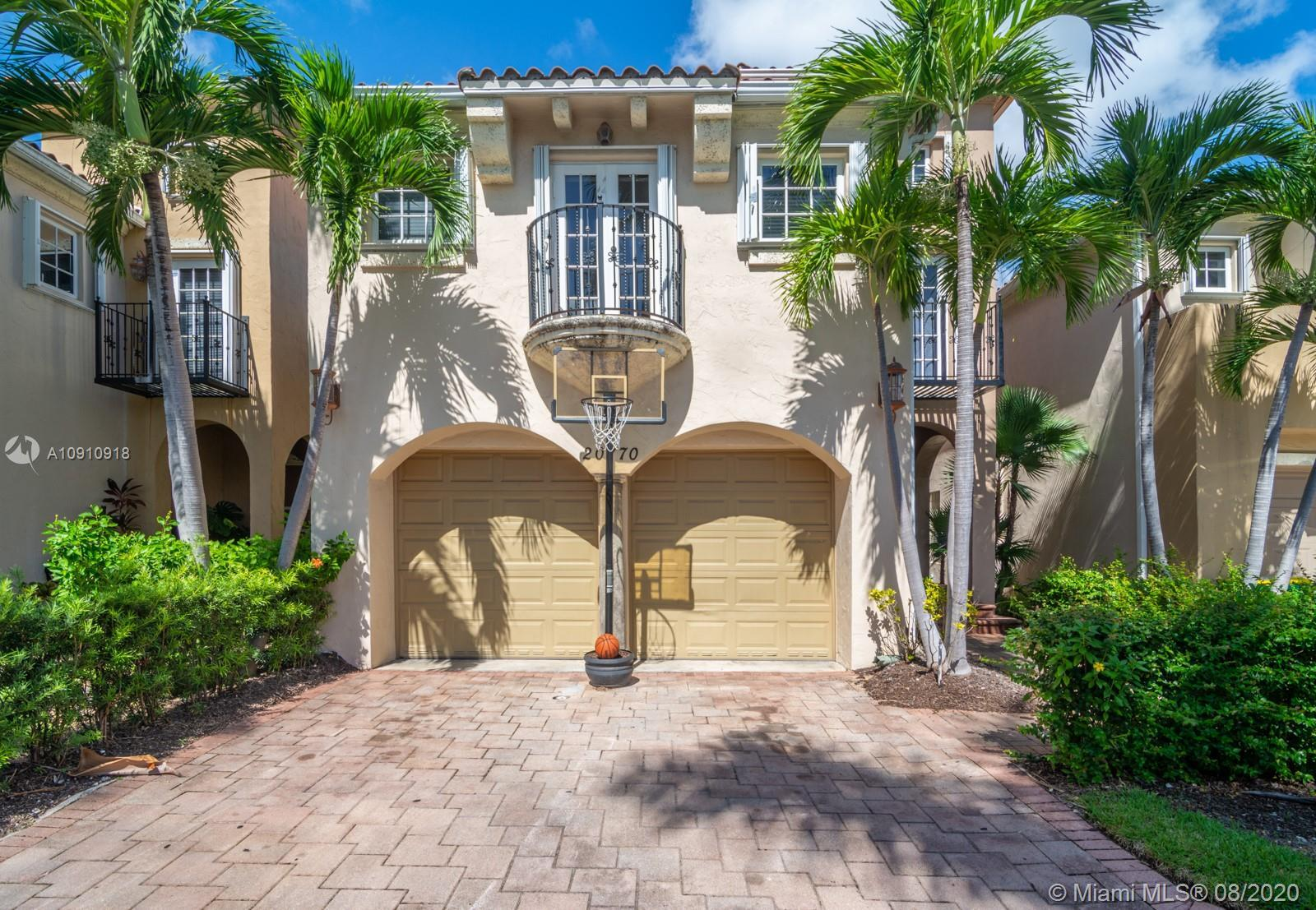 Beautifully upgraded waterfront single family home in heart of Aventura. Featuring 3 bedroom 3.1 bat