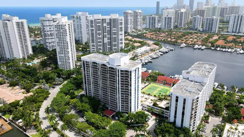 A lovely condo featuring a spectacular water views of the canal and ocean. Split floor plan 2b/2b 14