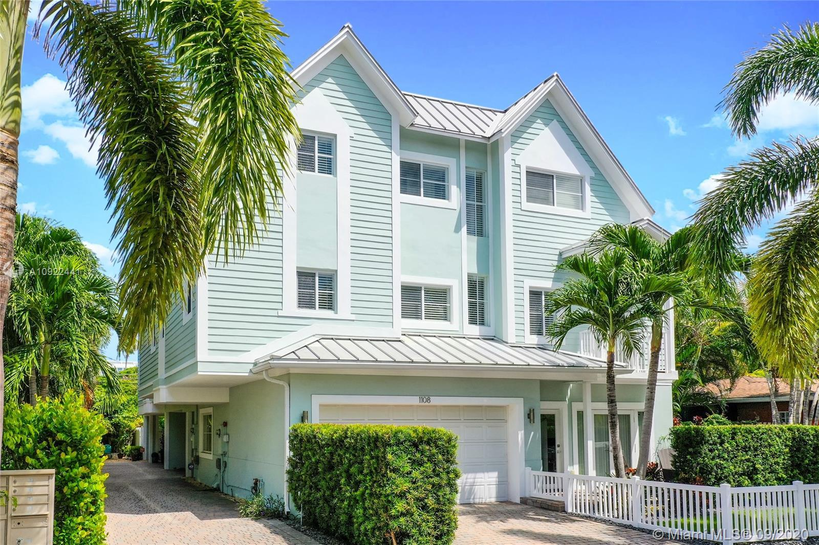 Key West style luxury townhouse walking distance to the Galleria Mall, beach, and a short drive to L
