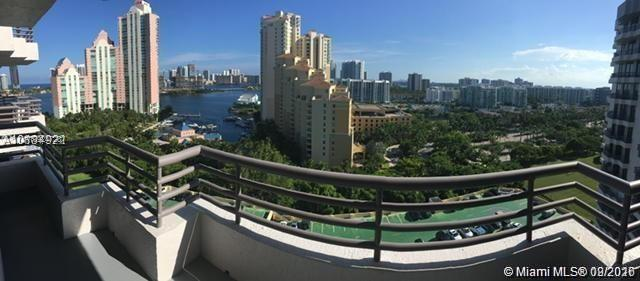 Great Intracoastal view, 2bed/2bath in Aventura's Parc Central Condominium. Stainless steel applianc