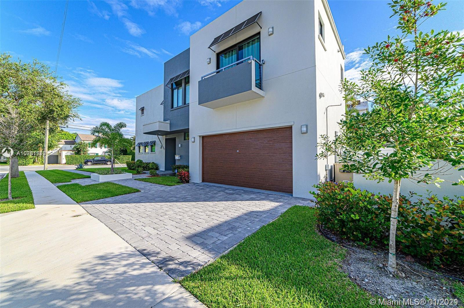 Location, Location, Location, Brand new construction in West Palm Beach Florida. Fully furnished 5 b