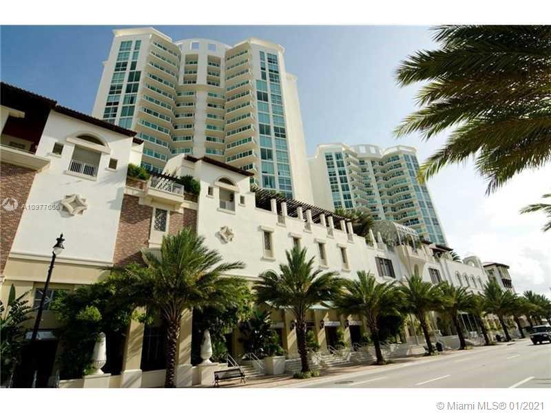 BEST BUY IN THE ENTIRE ST TROPEZ CONDOMINIUM. 3BEDS, 2BATHS IN 1461SQFT. INTRACOASTAL VIEW!